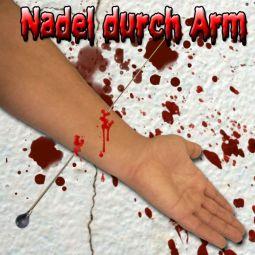 Nadel durch Arm Trick für Halloween